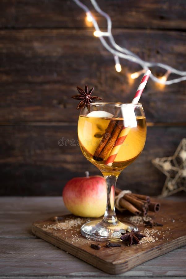 苹果计算机冬天饮料 库存照片