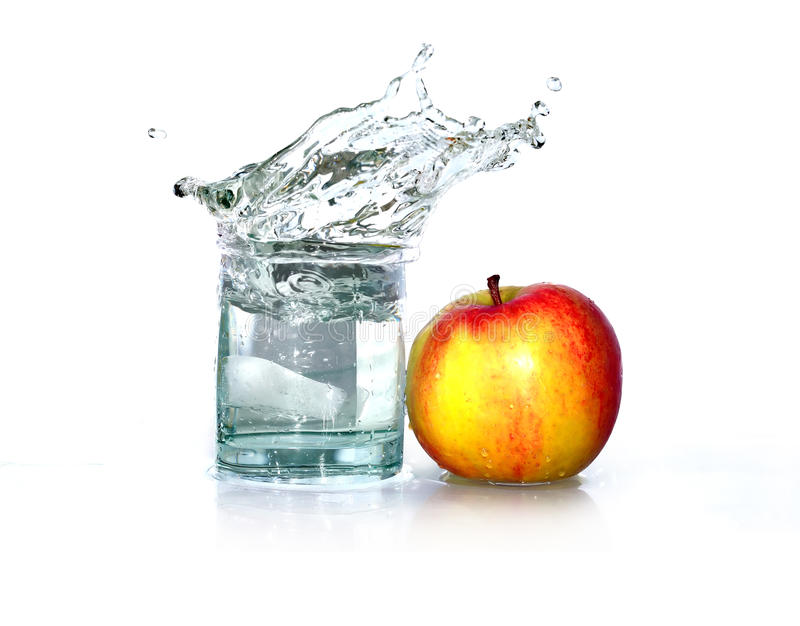 苹果计算机和水 免版税库存图片