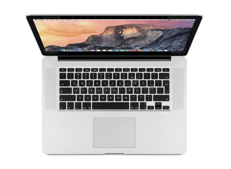 苹果计算机顶视图15有OS的x优胜美地英寸MacBook赞成视网膜 免版税图库摄影
