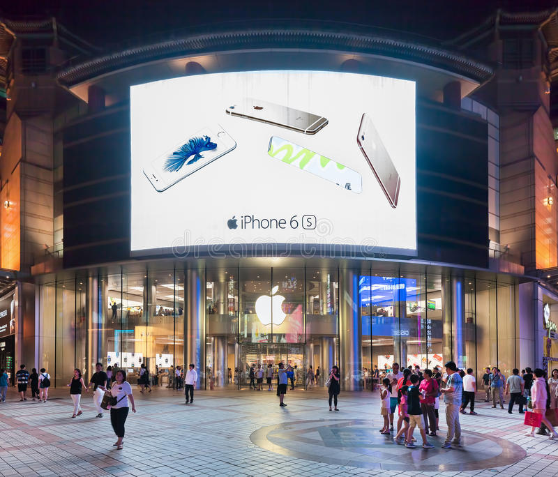 苹果计算机总店在晚上,北京,中国 库存图片