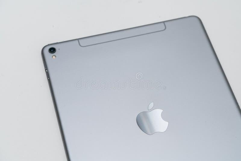 苹果计算机iPad赞成空间灰色 免版税图库摄影