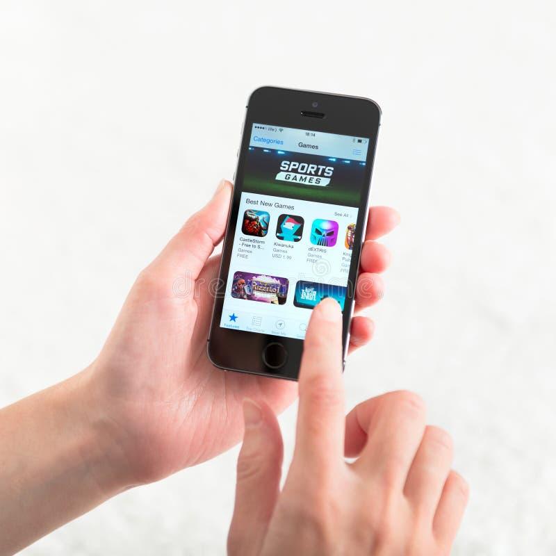 苹果计算机iPhone的5S App商店 库存照片