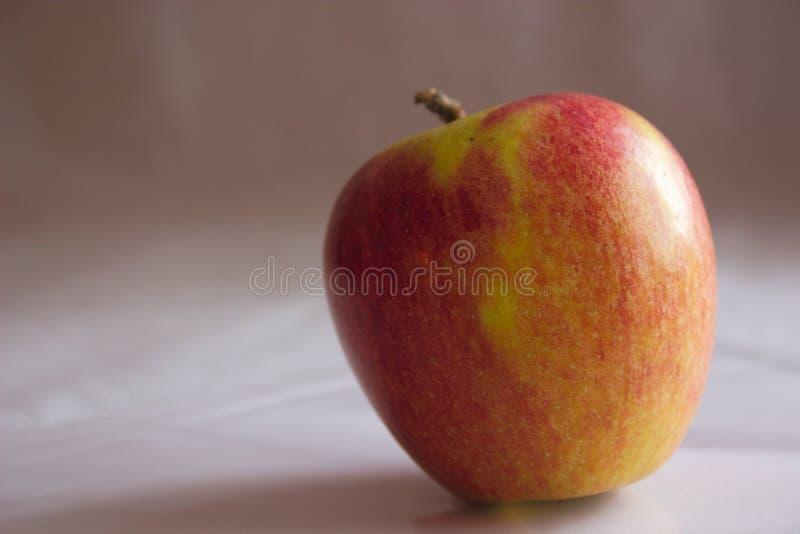 Download 苹果 库存照片. 图片 包括有 饮食, 新鲜, 申请人, 嘎吱咬嚼, 本质, 酥脆, 果子, 水多, 健康, 鲜美 - 62480