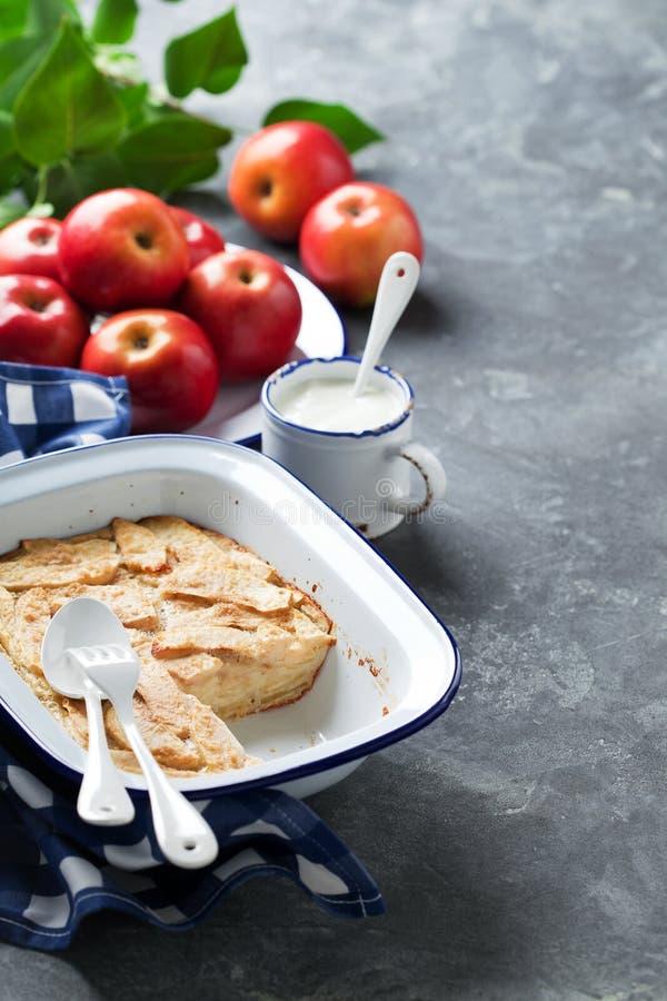 苹果Clafoutis饼(Flognarde) 库存照片