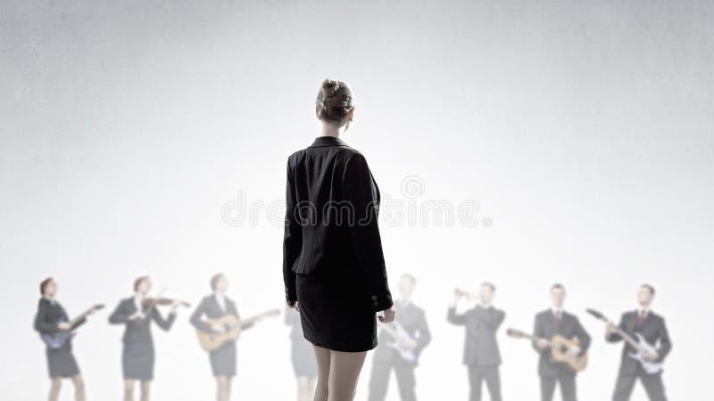 Download 范围人一 库存图片. 图片 包括有 音乐会, 性能, 人力, 俄国猎狼犬, 音乐家, 乐队, 商业, 执行 - 59105781