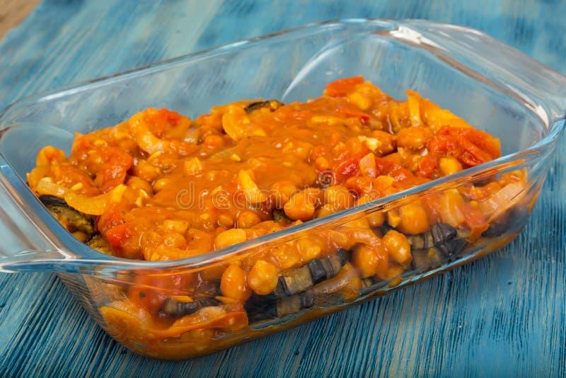 从茄子、鸡豆、蕃茄和葱的黎巴嫩人Moussaka 库存图片