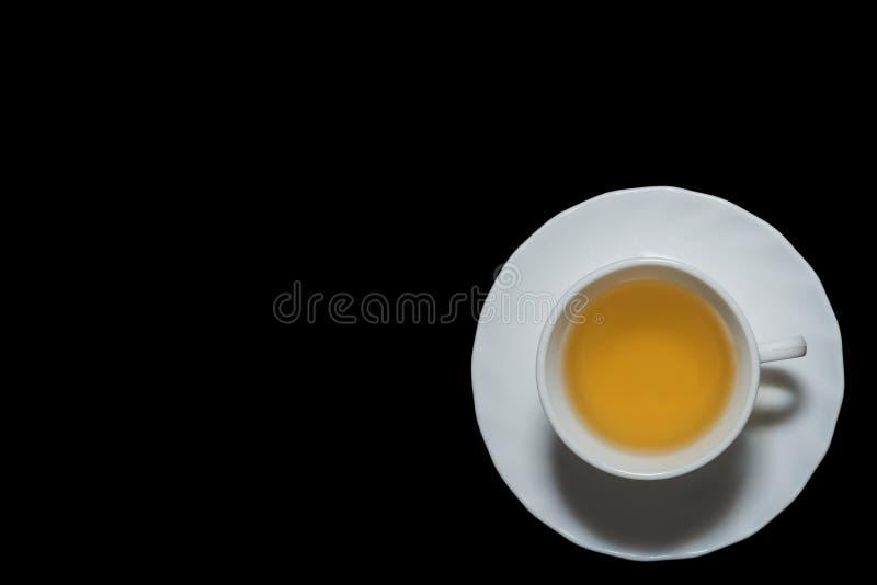 茉莉花茶杯在与左copyspace的黑背景中 免版税库存照片