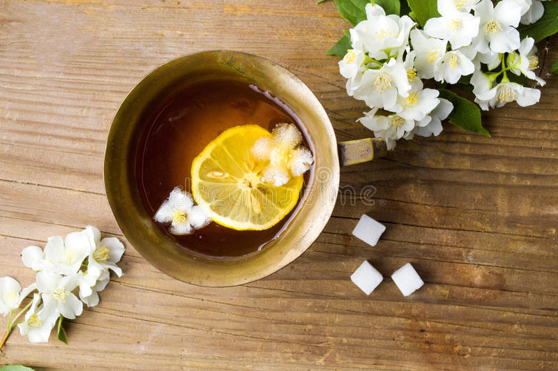 茉莉花茶用在杯子的柠檬 库存照片