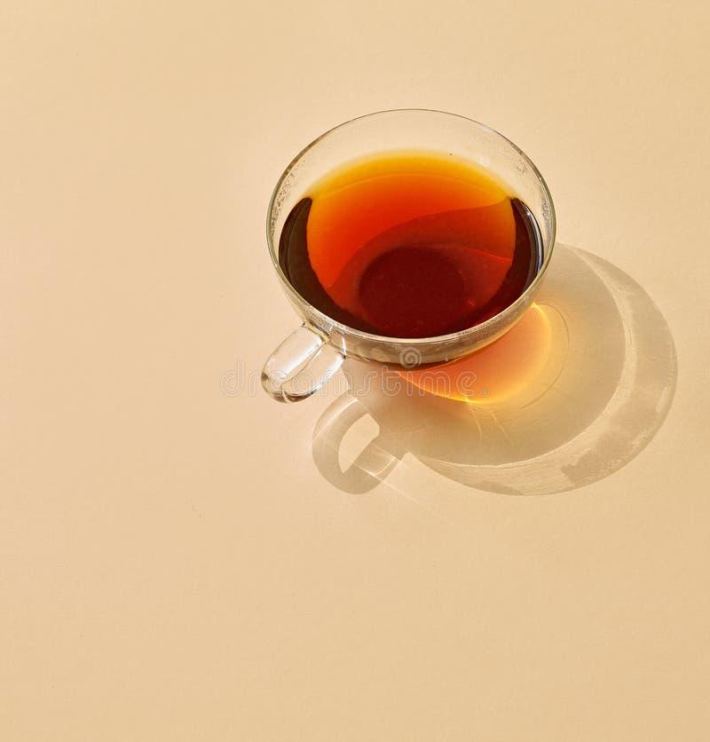 茶与长的阴影的 免版税库存照片