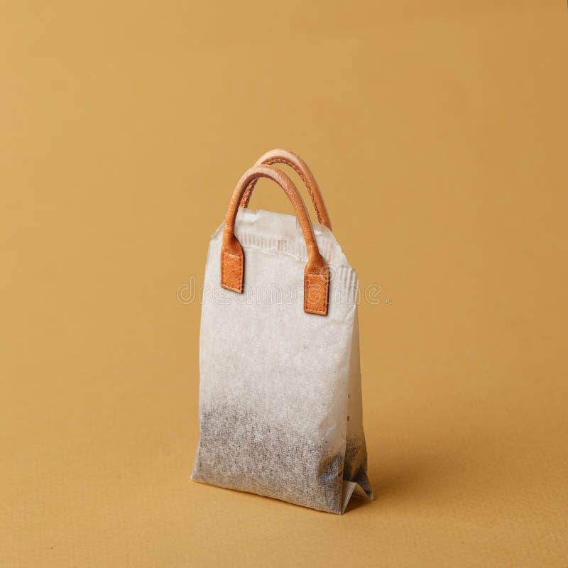 茶包传统化了妇女请求 创造性的概念 免版税库存照片