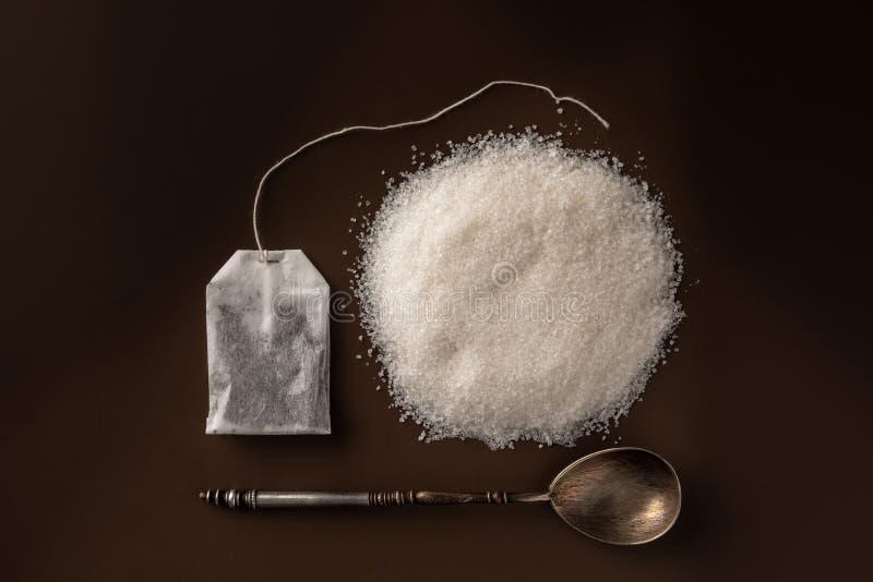 茶包和糖 糖和未加工的茶 图库摄影