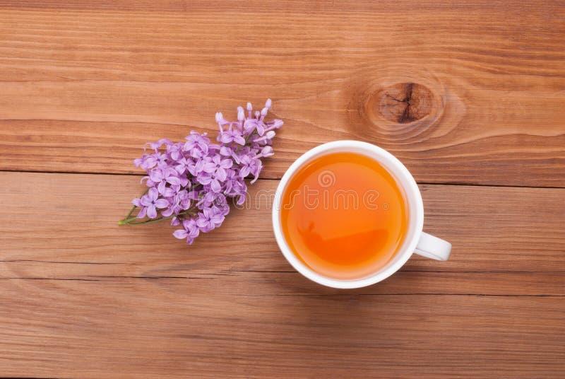 茶和丁香花 免版税图库摄影