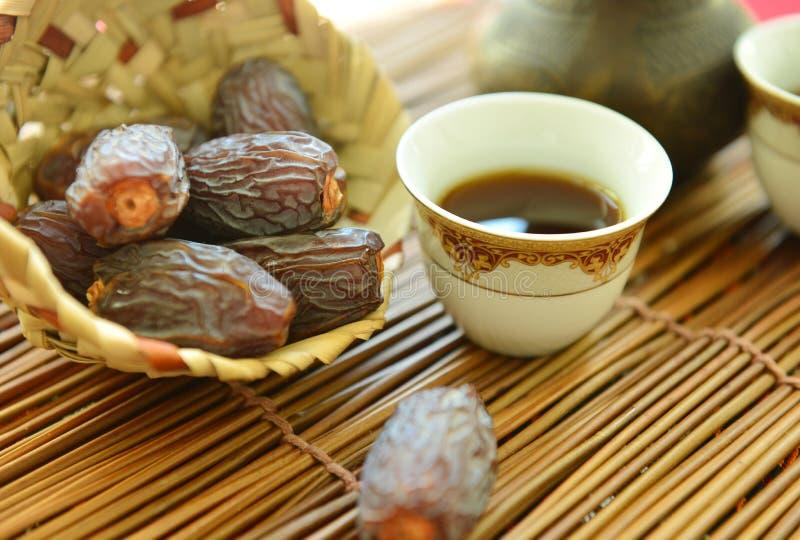 茶和日期 免版税图库摄影