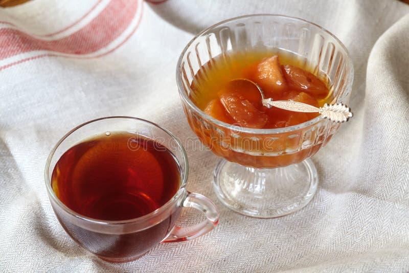 茶和苹果阻塞点心或蜜饯 图库摄影