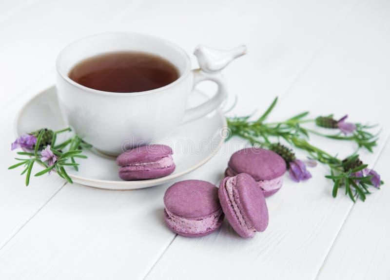 茶和macarons 免版税图库摄影