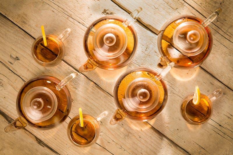 茶壶和茶杯顶视图 免版税库存照片