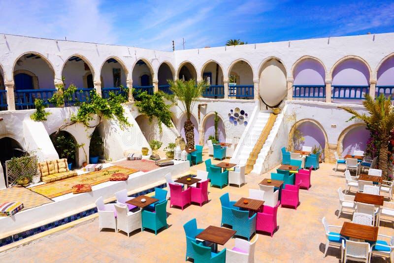 茶屋和餐馆室外大阳台,杰尔巴岛市场,突尼斯 免版税图库摄影