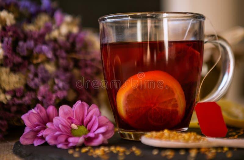 茶有蜂蜜和柠檬背景 免版税库存照片