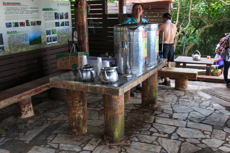 茶服务在猴子山顶部在高雄市-台湾 库存照片