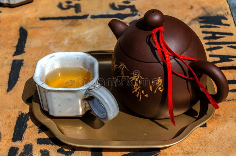 茶杯和水罐 免版税库存照片