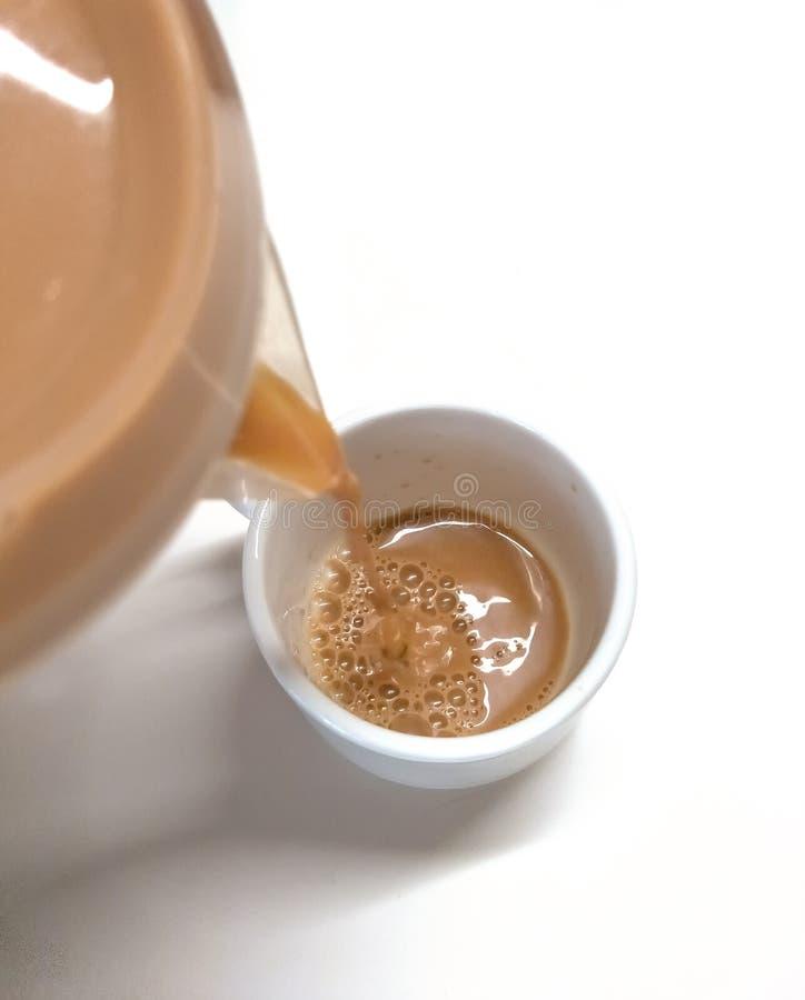茶牛奶可口服务 库存照片