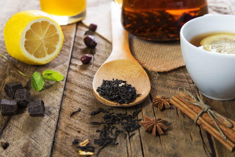 茶蜂蜜和柠檬 图库摄影