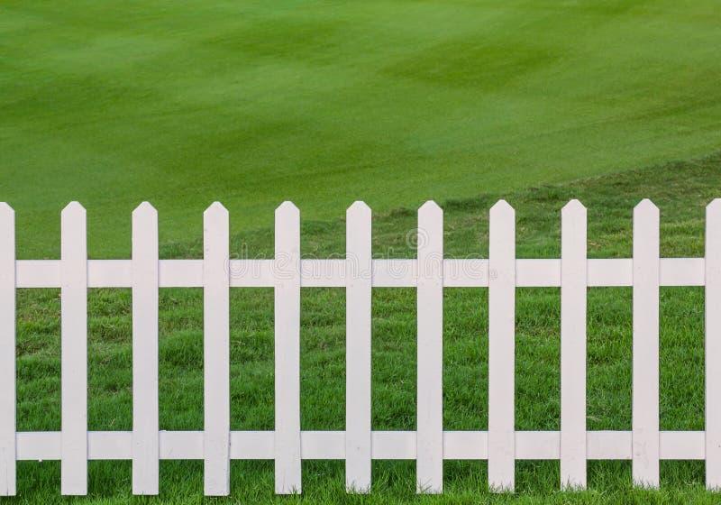 草坪和范围 免版税库存照片