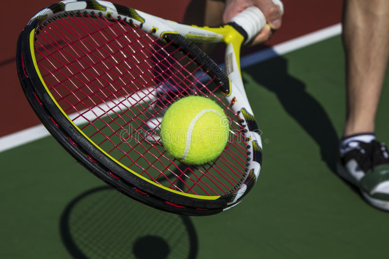 草拟正手击球片式网球 图库摄影