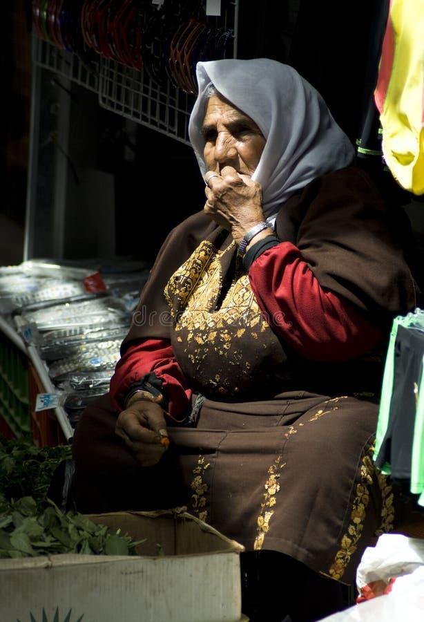 Download 草本耶路撒冷老出售的妇女 编辑类图片. 图片 包括有 草本, 耶路撒冷, 贸易, 妇女, 旅游业, 市场 - 15692490