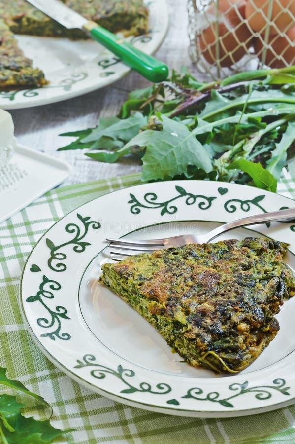草本菜肉馅煎蛋饼 烹调意大利语的食品成分 库存照片