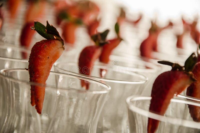 草莓和水晶玻璃 图库摄影
