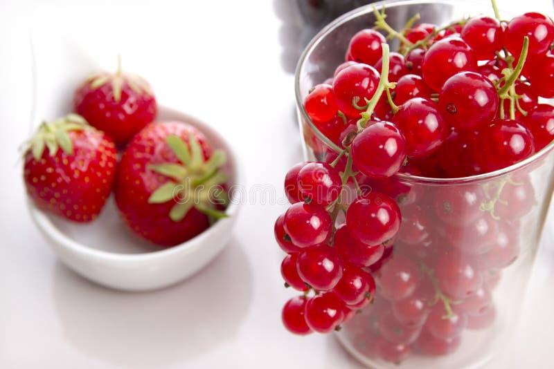 草莓和红浆果 免版税库存图片
