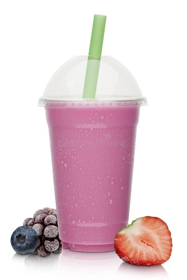 草莓和莓果奶昔 免版税图库摄影