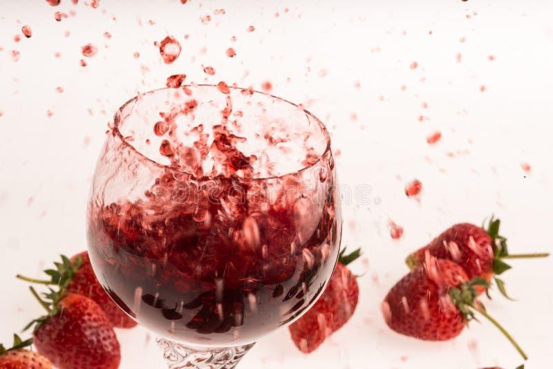 草莓和酒 免版税库存照片