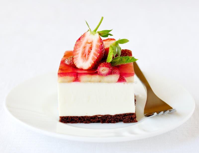 草莓和香蕉果冻奶油甜点结块,选择聚焦 库存照片