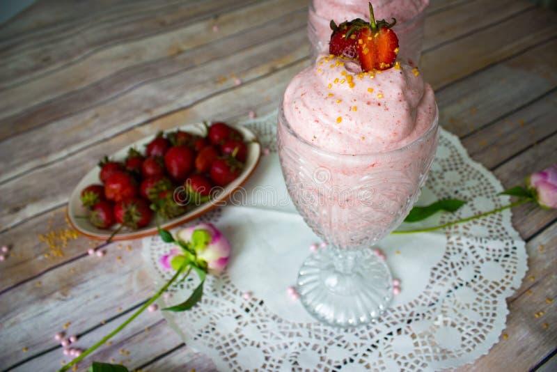 草莓奶油甜点点心 库存图片