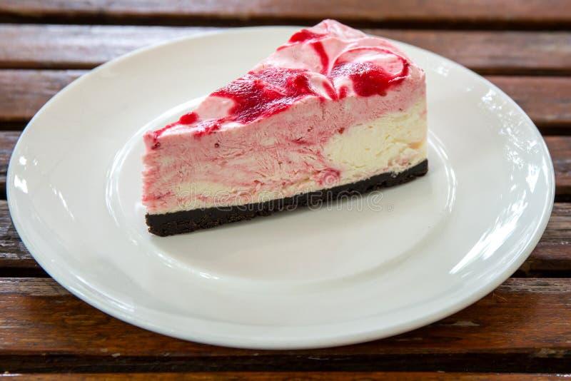 草莓牛奶蛋糕 图库摄影