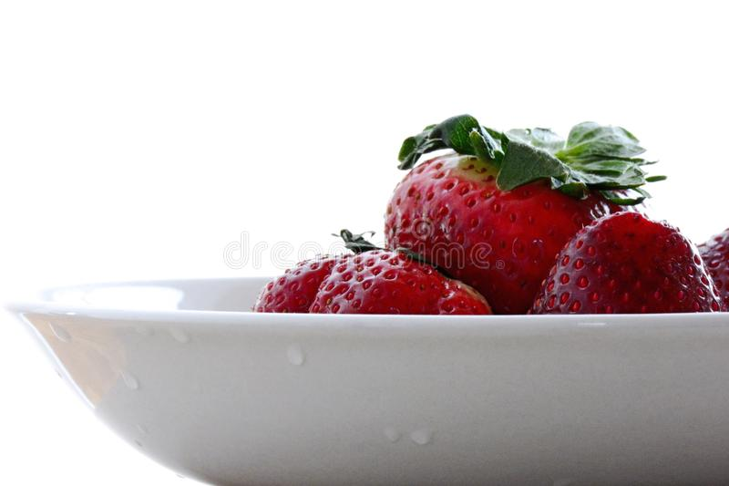 Download 草莓碗白色背景 库存照片. 图片 包括有 增长, 有机, 空白, 弯脚的, 草莓, 小滴, 红色, 饮食 - 59102116