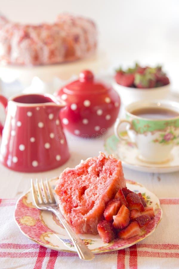 草莓腹网蛋糕 免版税图库摄影