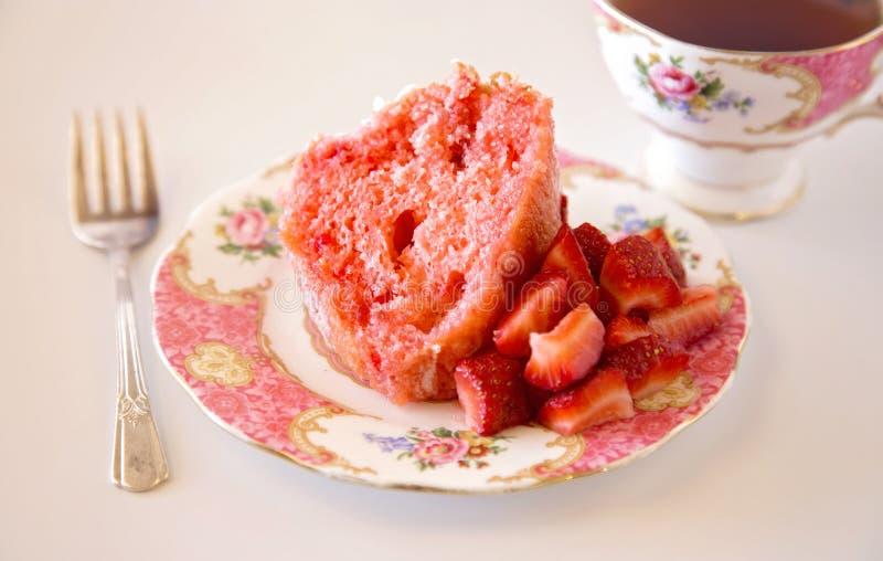 草莓腹网蛋糕 图库摄影