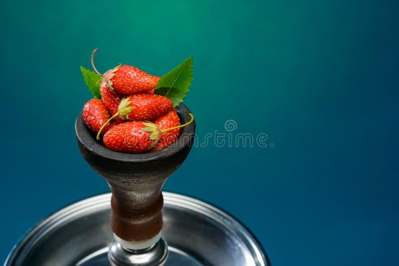 草莓芳香水烟筒 库存图片