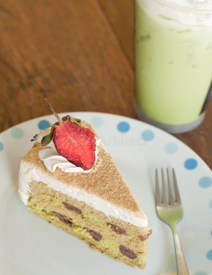 草莓蛋糕用绿茶 免版税图库摄影