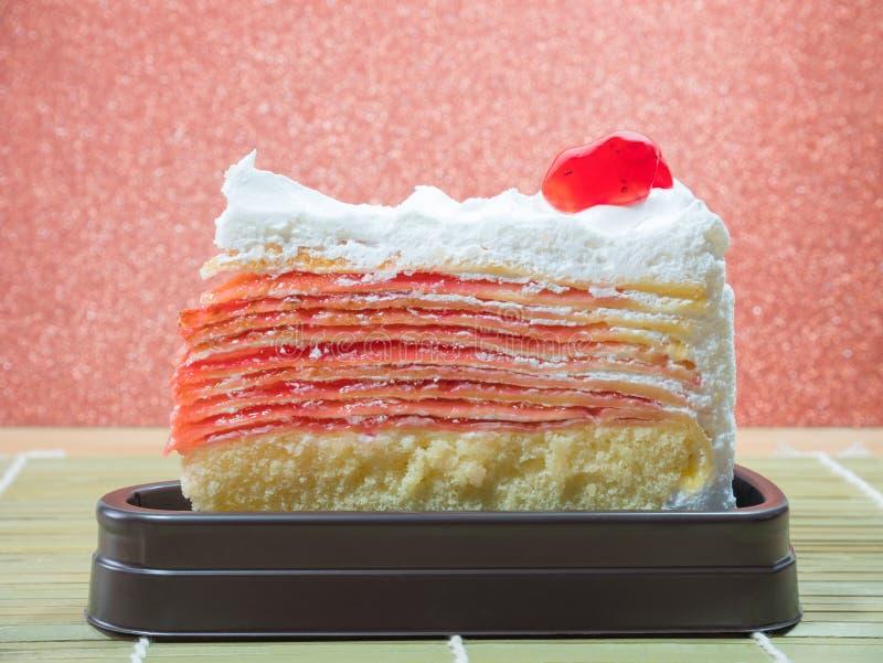 草莓蛋糕由与可口口味的黄油被做 免版税库存图片
