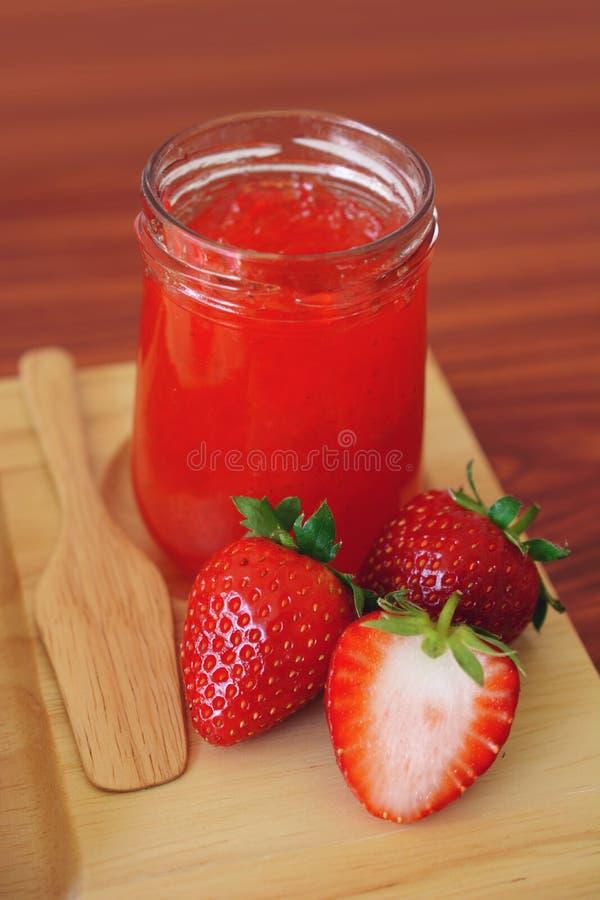 草莓酱用面包 免版税库存图片