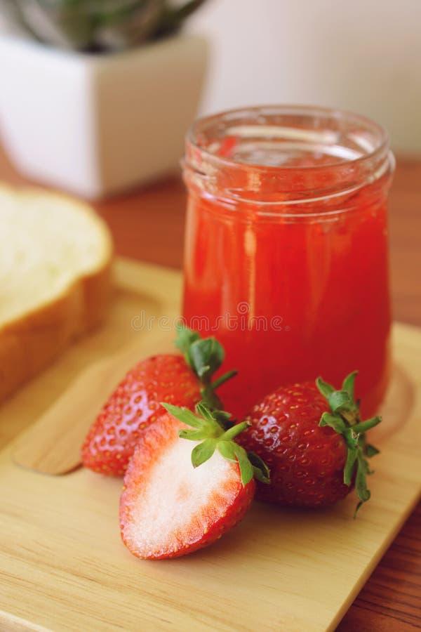 草莓酱用面包 库存照片