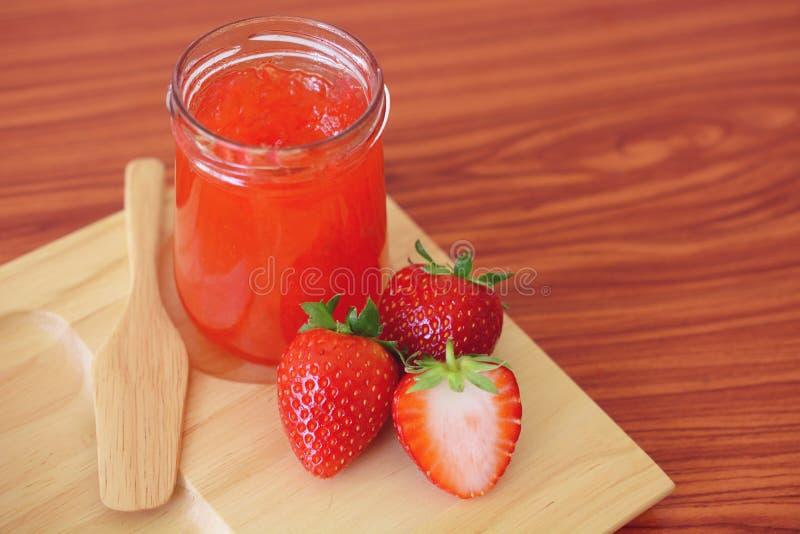 草莓酱用面包 库存图片