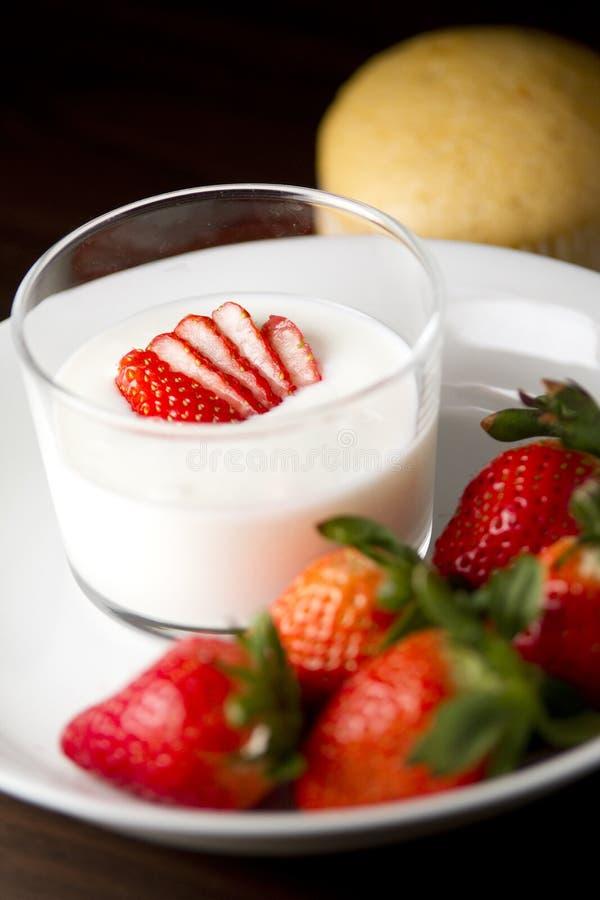 草莓酸奶 图库摄影