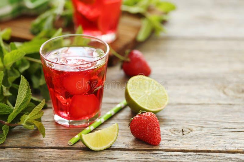 草莓饮料 免版税库存照片