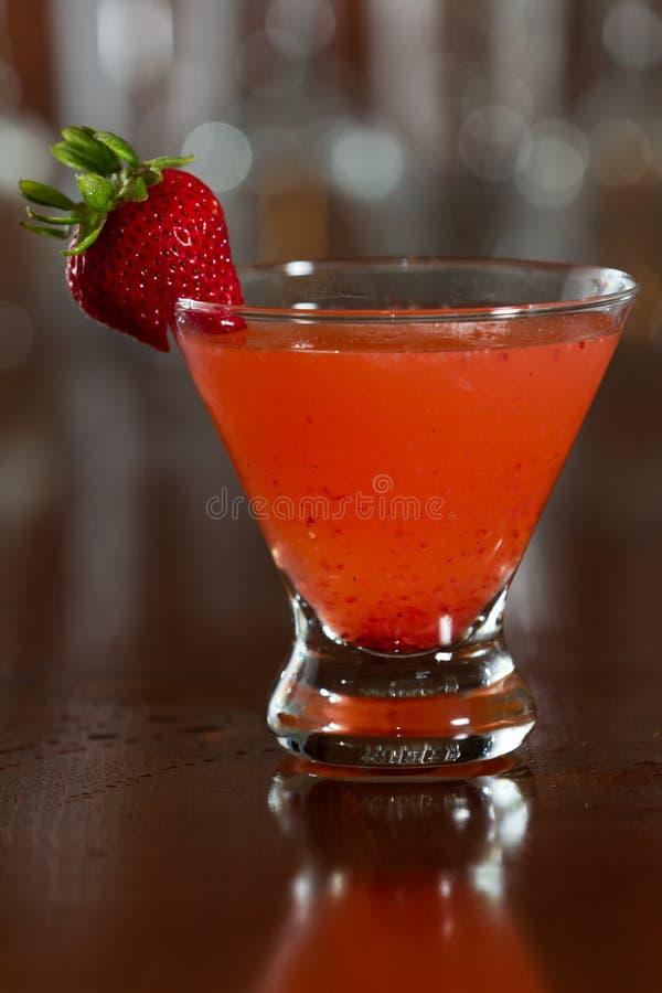 草莓马蒂尼鸡尾酒 免版税图库摄影