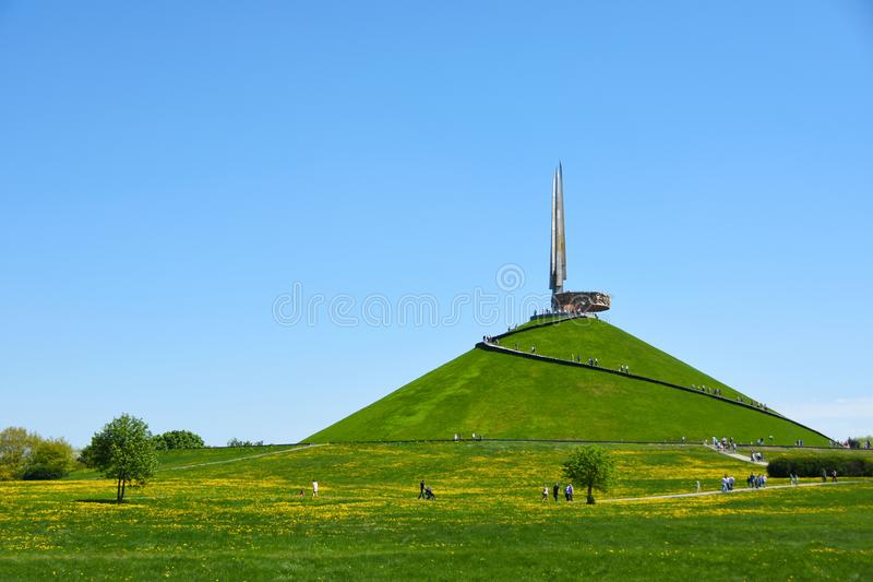 荣耀土墩的纪念复合体在白俄罗斯,在第二次世界大战的胜利,对苏联战争,四前面的纪念碑 免版税库存图片